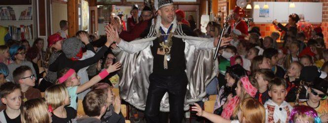 Bekijk de foto's van carnaval op de Bonifatiusschool