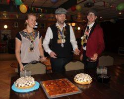 Bekijk de foto's van taart eten op de zondagmorgen in 't Koetje