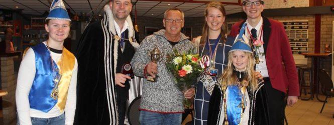 Bekijk de foto's van de uitreiking van de Beker van Verdienste aan Jan Scheltus