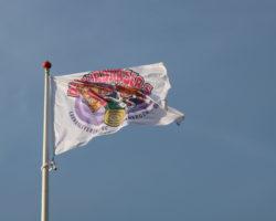 Vlaggen hijsen in 't Darsgat