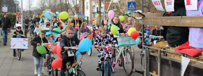 Foto's fietsen versieren en Carnavalsoptocht De Deurdarsers